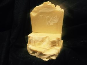 This soap is rich in antioxidants, vitamins, minerals, and milk that nourish the skin and coat, softening, protecting and deeply hydrating with its exceptionally luxurious composition of 15 base oils, butter, essential oils, and organic goat and coconut milk