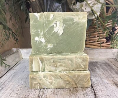 Notes of spicy lime & bay laurel restores energy, prevents aging symptoms, reduces muscle and joint pain. Leaves skin silky smooth.