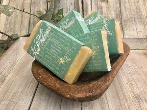 A shampoo bar for those that need a little more body to their hair. It add shine, strengthens hair and helps to stop shedding.